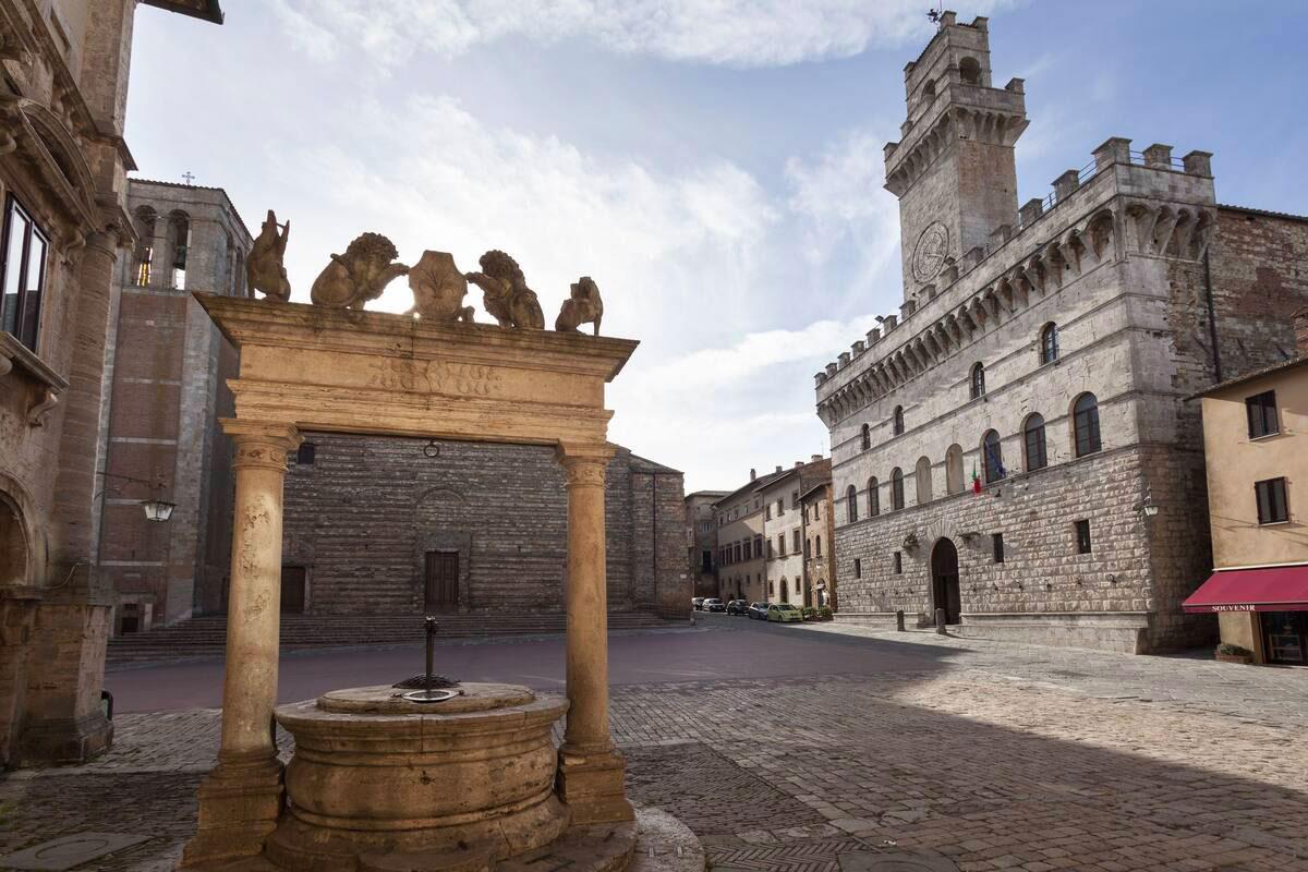 Vista Piazza Grande a Montepulciano